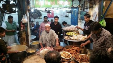 Pay A Visit To The Best Eatries In and Around Delhi